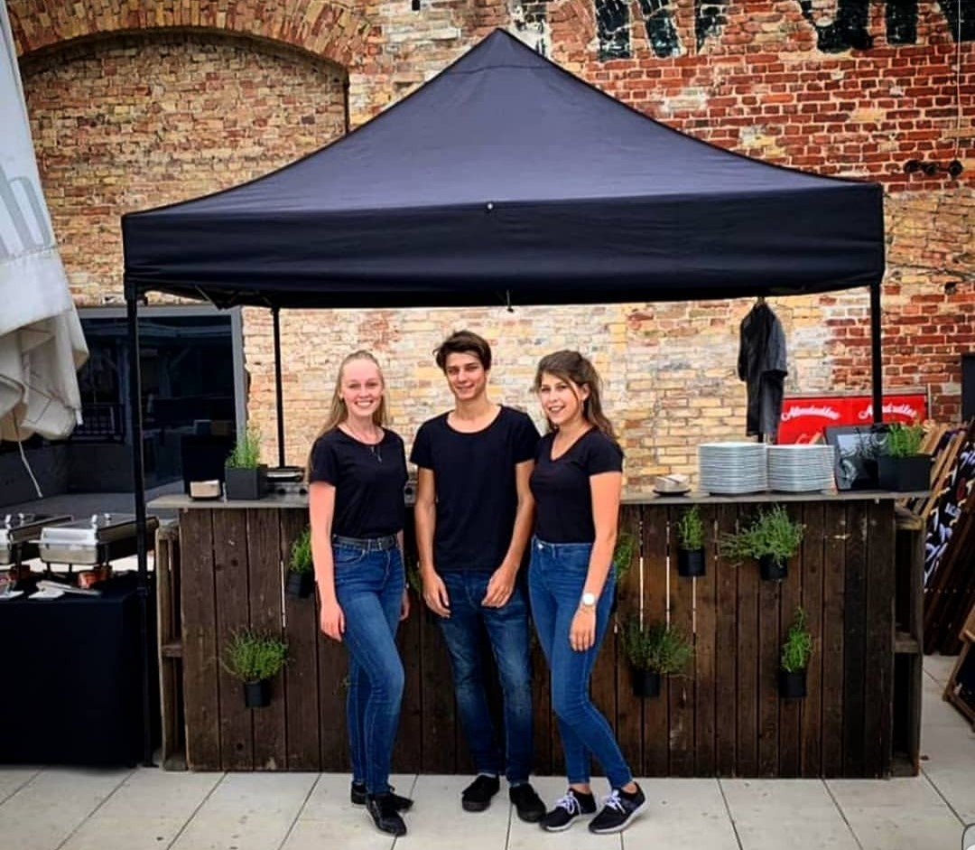 Genussboten Catering Berlin - Poolparty - 16.07.2019 - junges Team - BBQ 2
