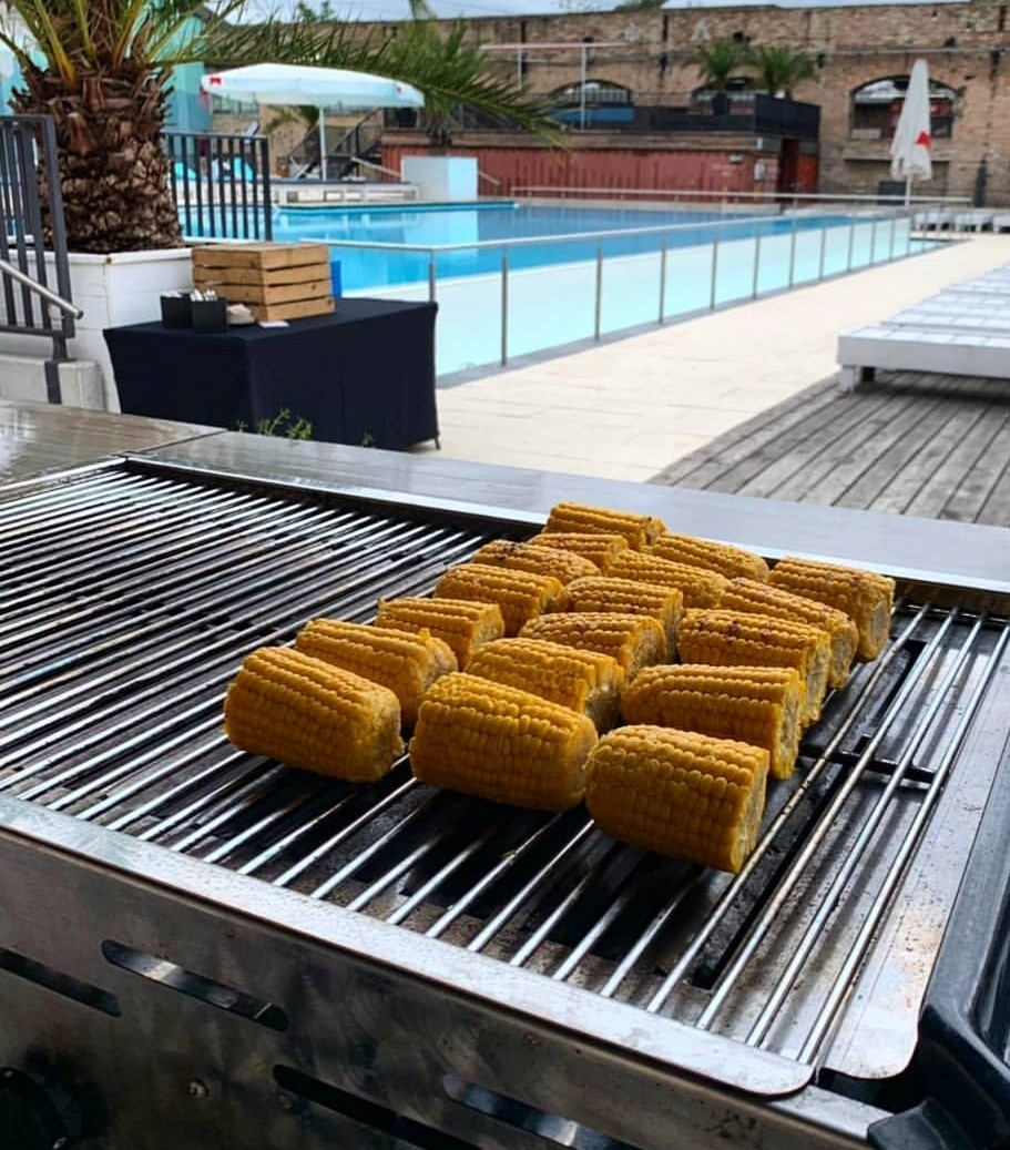 Genussboten Catering Berlin - Poolparty - 16.07.2019 - junges Team - BBQ